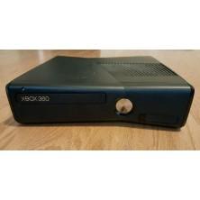 XBOX 360 Slim..